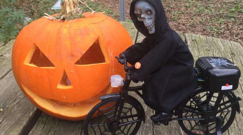Griezelen op de fiets bij Halloween Ride in 'spookdorp' Eerbeek